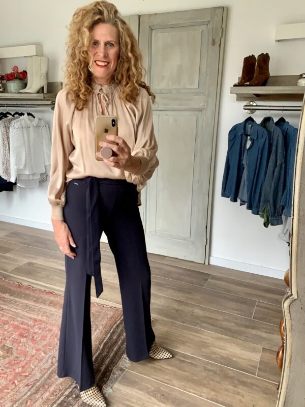 donkerblauwe pantalon flared stretch stof Your Personal shopper