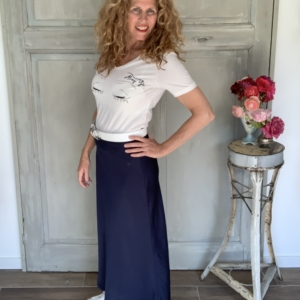 wit dames t-shirt met print cream blauwe maxi rok witte all stars your personal shopper