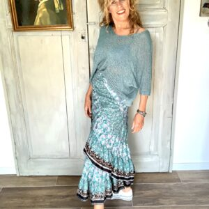 Aqua blauwe oversized truitje your personal shopper stylingadvies 50 plus dames