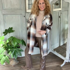beige dames trui met parels turtle hals Your Personal shopper