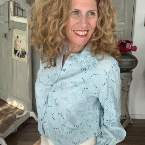 Licht blauwe broderie blouse met grote kraag Your Personal Shopper